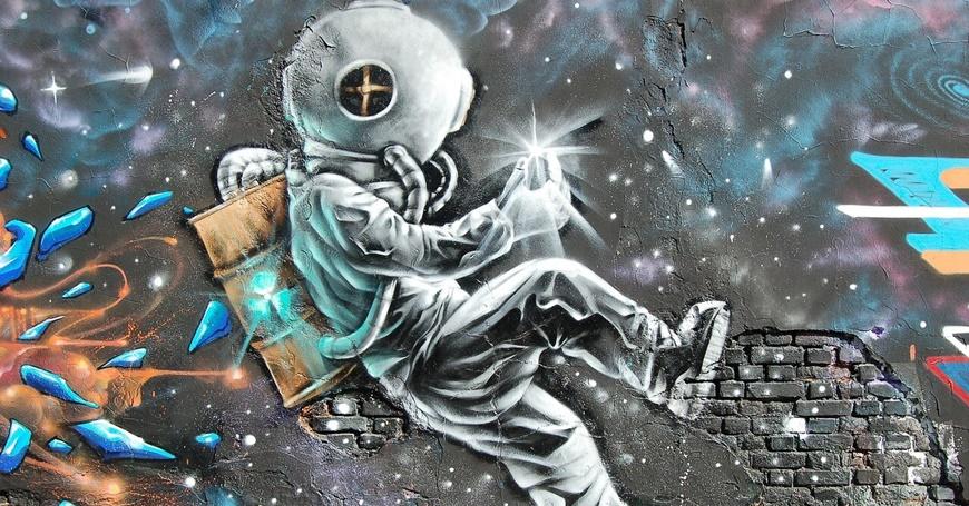 Mural astronauta na zidu