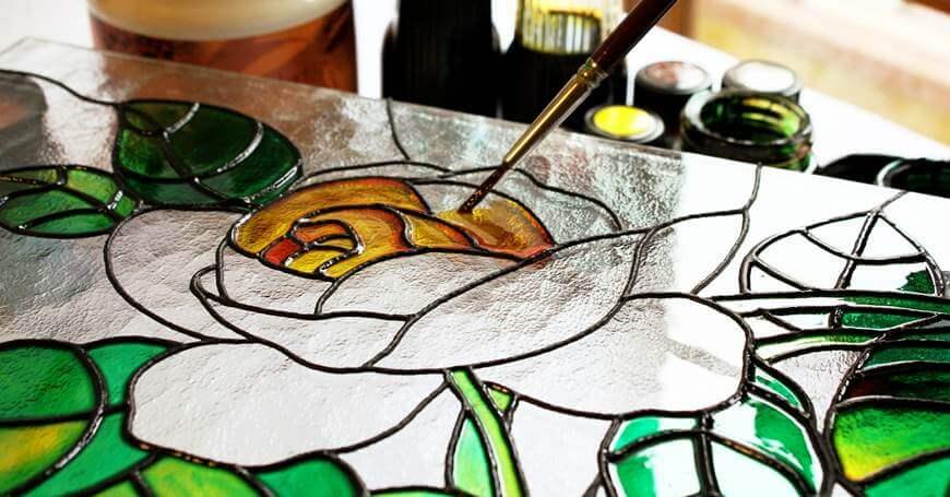 10 ideja za slikanje na staklu: umetnost na prozirnoj podlozi