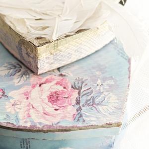 kutija u sa cvetnim dezenom dekorisana dekupaz tehnikom