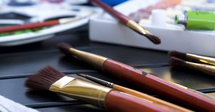 četkice za slikanje i boje