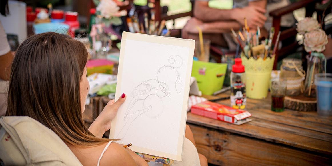 Skiciranje na belom papiru