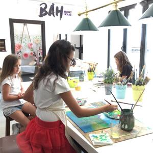 Deca slikaju na kursu crtanja i slikanja u BAH-u