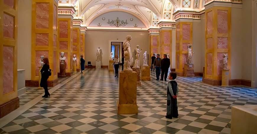 Unutrašnja fotografija u muzeju Ermitaž u Rusiji