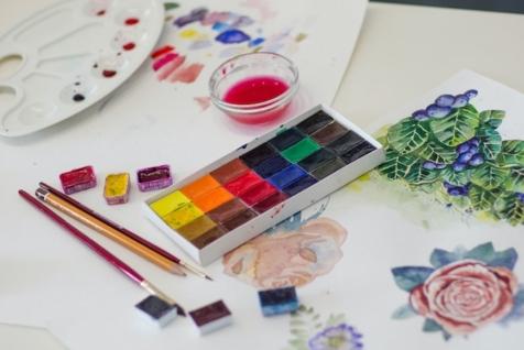 Akvarel botanika korišćenje različitih boja za slikanje