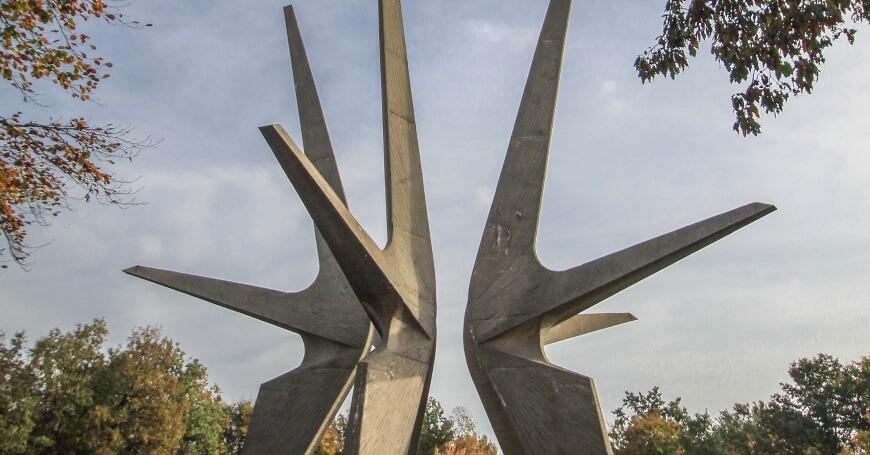 Betonski spomenik na Kosmaju
